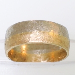 2-tone round band with texturing hammer finish featured