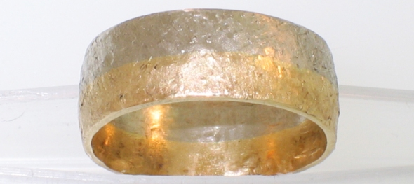 2-tone round band with texturing hammer finish